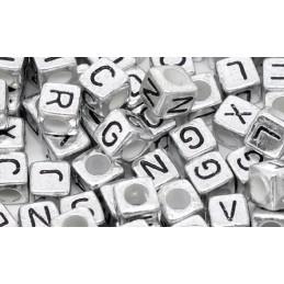 100 perles cubes couleur argent lettre noire 6mm