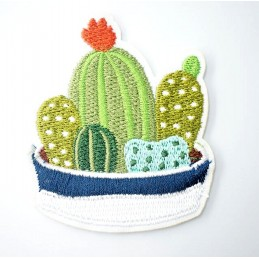 APPLIQUE THERMOCOLLANT : composition de cactus 6*5cm