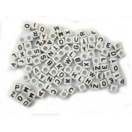 100 perles cubes blancs 6 mm avec lettres noires