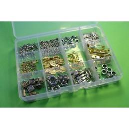 Boite à compartiments avec 155 apprets métal argentés et dorés (boite n° 03)