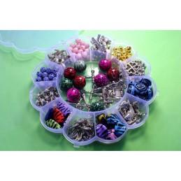 Boite à compartiments avec 119 perles + 70 breloques acryliques (boite n° 04)