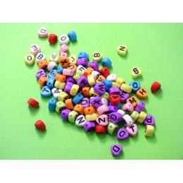 100 perles coeurs multicolores  avec lettres noires 7mm