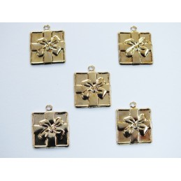 LOT  5 CHARMS METALS DORES...