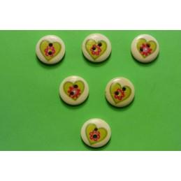 LOT 6 BOUTONS BOIS : rond motif coeur 15mm (05)