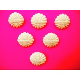 LOT 6 BOUTONS : rond blanc fantaisie 18mm
