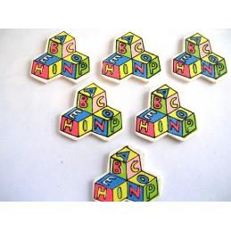 LOT 6 APPLIQUES EN BOIS Motif : cube bébé multicolore 30x29mm