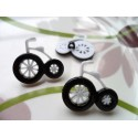 LOT 6 BOUTONS : tricycle blanc/noir 27mm