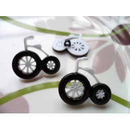 LOT 6 BOUTONS : tricycle...