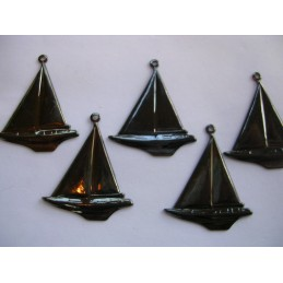 LOT 5 CHARMS METALS NOIRS : voilier 24mm