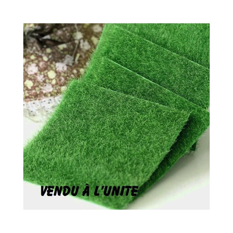 MINIATURE EN SYNTHETIQUE : carré de pelouse verte 15 cm x15 cm