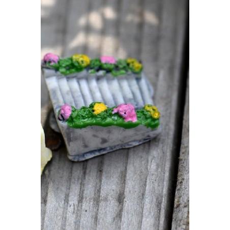 MINIATURE EN RESINE : escalier fleuri longueur 2cm