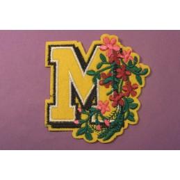 APPLIQUE THERMOCOLLANT : lettre M avec motif fleur 75*70mm