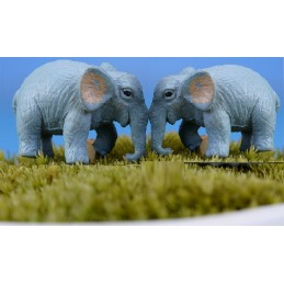 MINIATURE RESINE : lot de 2 éléphants gris clair longueur 2.5cm