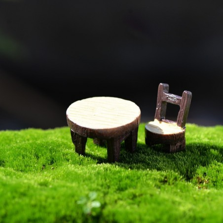 MINIATURE EN RESINE : lot table + 1 chaise