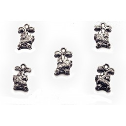 LOT 5 CHARMS/BRELOQUES METALS ARGENTES :  lapin mange sa carotte 14mm