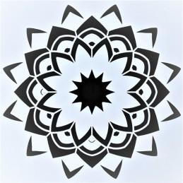 POCHOIR PLASTIQUE 13*13cm :motif fleur (08)